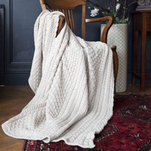 cable-knit-merino-wool-throw-ecru-p107-463_zoom
